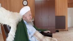 İslam alemi ve sevenleri için dua ediyorlar.