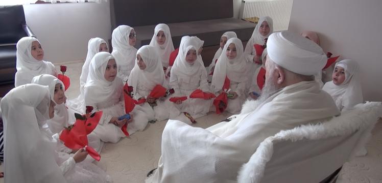 Efendi hazretlerine sıbyan medresesi küçük kız talebelerinden ziyaret